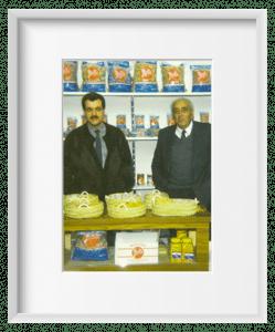 Abuelo con nuestro Padre En la feria de los alimentos, tercera generación.