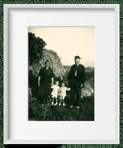 Bisabuelos con los nietos, primera generación.